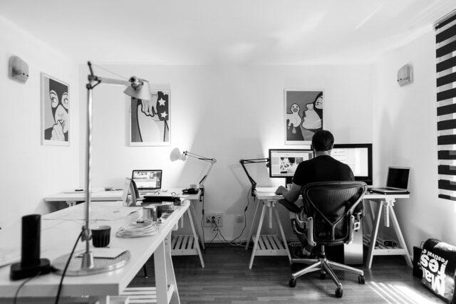 Jak urządzić biuro we własnym domu?